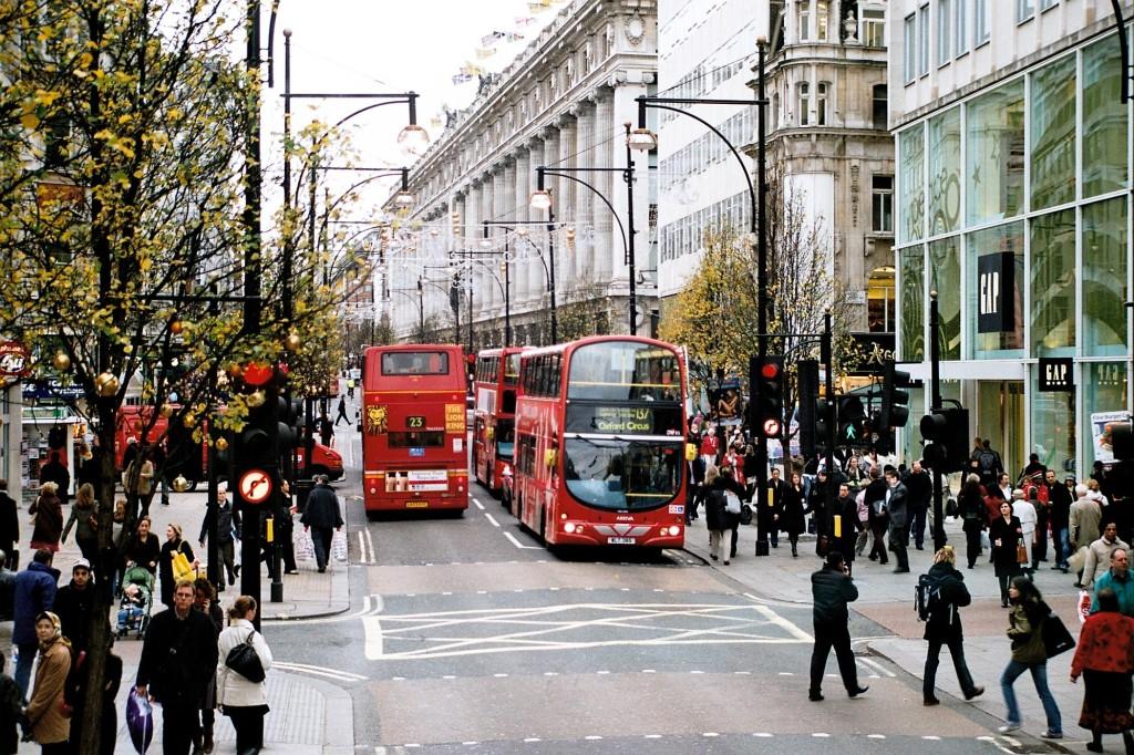 Oxford_Street_December_2006